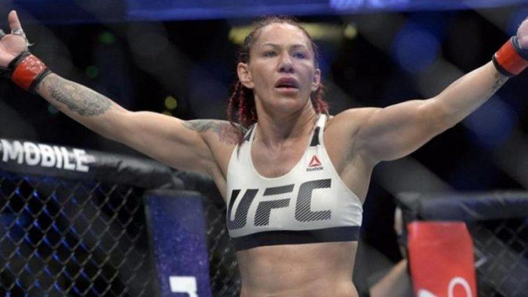 UFC 219: Сайборг одолела Холм и защитила чемпионский титул