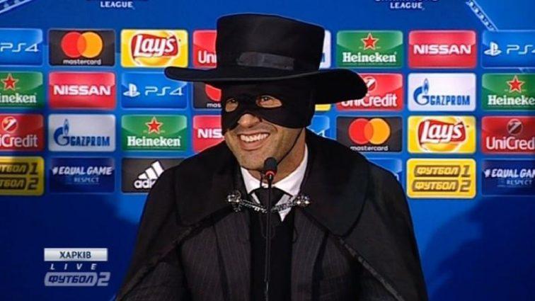 Тренер Шахтера пришел на пресс-конференцию в костюме Зорро