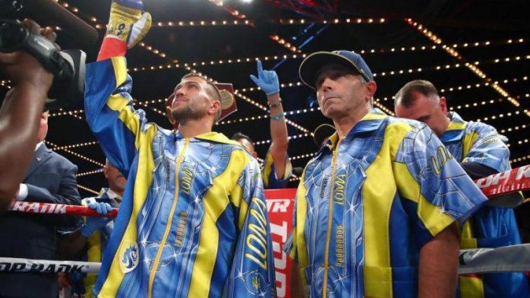 Ломаченко передал свои боксерские перчатки и шорты в Зал славы