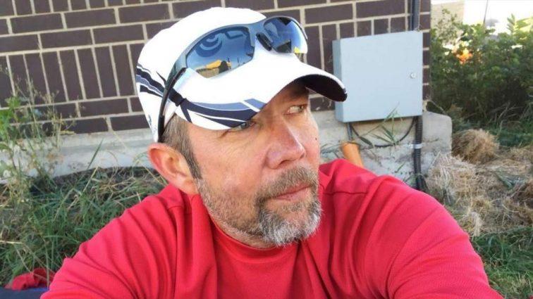 Американец побеждал в марафонах, прячась в биотуалетах