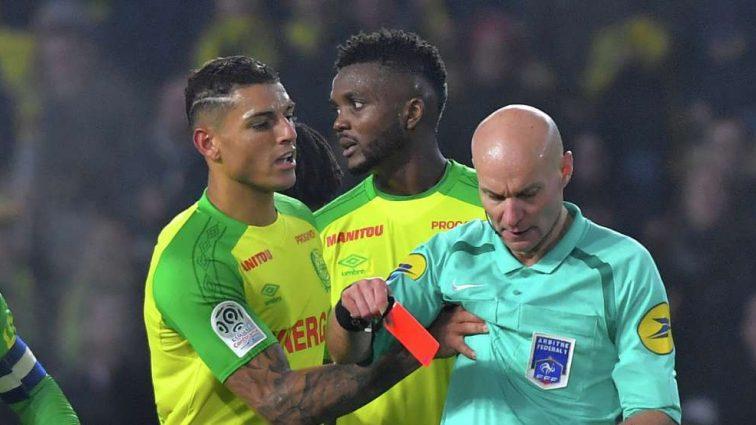 Французский судья извинился за то, что ударил футболиста