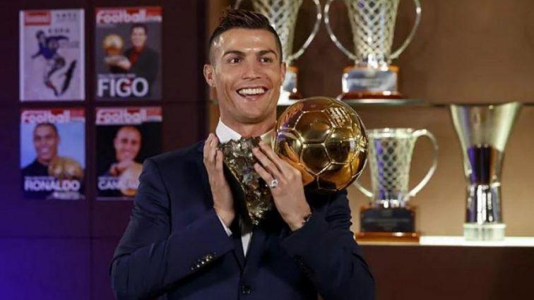 Роналду всколыхнул сеть впечатляющим фото с трофеями
