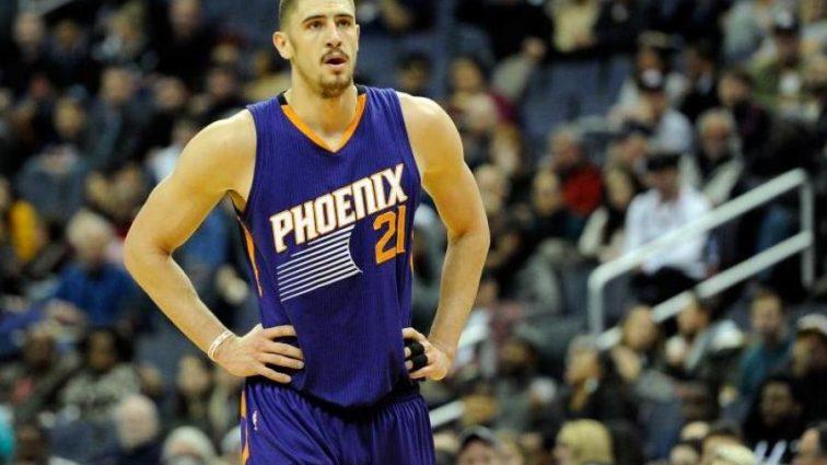 Время на выход: единственному украинцу в НБА нашли звездную замену