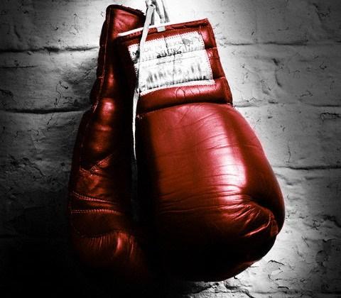 Невероятный нокаут: укаинский боксер победил в профессионала