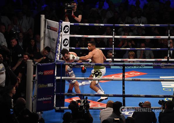 Знаменитый британский боксер нокаутировал соперника за 39 секунд