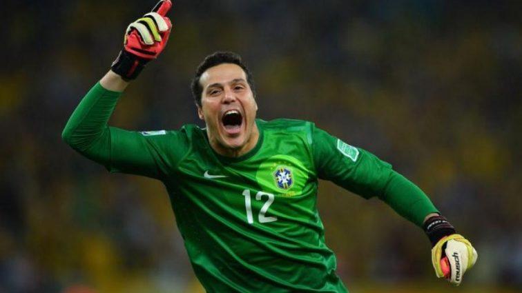 Легендарный бразилец завершил карьеру на самом большом стадионе мира