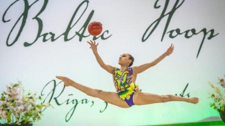 Юная украинская гимнастка блестяще выступила в Баку
