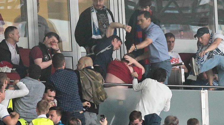 Эксперт высказался об избиении иностранных футбольных фанатов. Его заявление взбудоражило Сеть