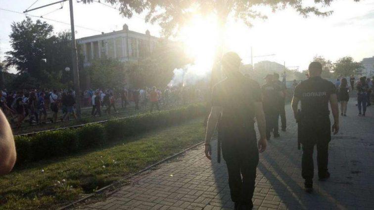 Шахтер — Динамо: фанаты подожгли полицейского