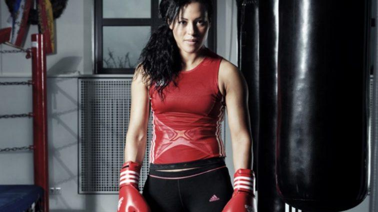 Подготовка к бою: Усик тренируется с абсолютной чемпионкой мира по боксу
