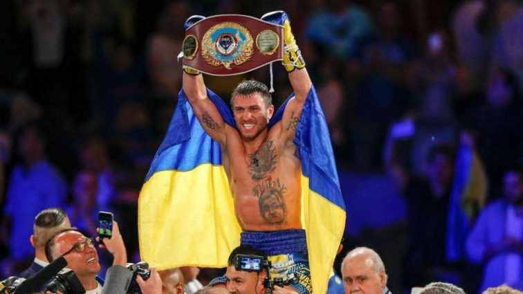 Ломаченко готовится к супербою с непобедимым американцем