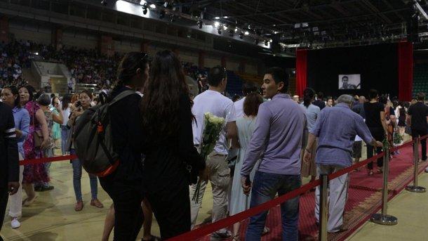 Прощание с фигуристом: в Алма-Ате проводят в последний путь убитого спортсмена