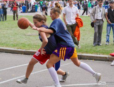 Украинские баскетболистки выиграли международный турнир по стритболу