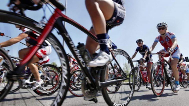 «Спасибо всем за вашу поддержку»: Известный велогонщик сломал позвонок во время «Тур де Франс»