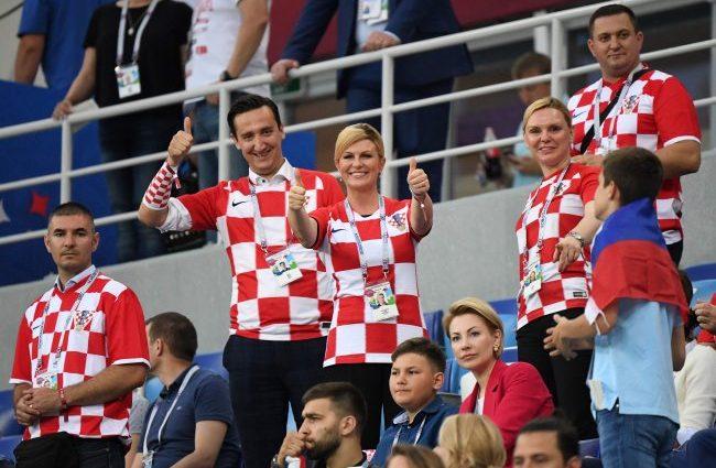 После победы сборной Хорватии против России, президент с игроками танцевала в раздевалке (видео)