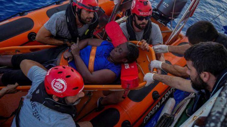 Известный испанский футболист спас женщину, которая попала в аварию