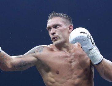 «Бой за чемпионство все же состоится»: Александр Усик прибыл в Москву