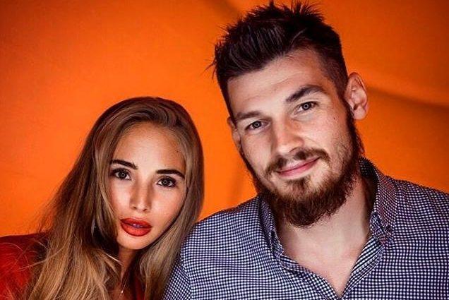 Недавно жена одного из лучших игроков клуба «Динамо» поделилась пикантным фото в нижнем белье