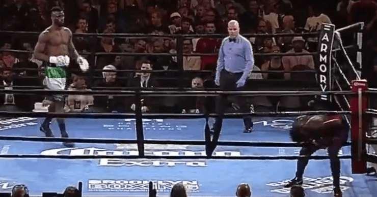Американский боксер сбежал с ринга на первой секунде боя