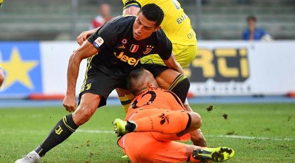 Вратарь «Кьево» столкнувшись с Роналду попал в больницу с переломом носа