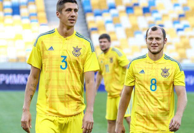 Стало известно, почему ведущий защитник покинул сборную Украины перед матчем со Словакией