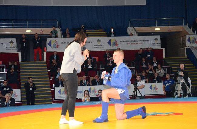 «Ты выйдешь за меня?»: На Чемпионате мира по самбо украинский призер трогательно сделал предложение любимой