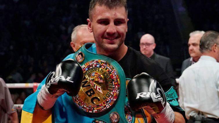 Украинскому боксеру Александру Гвоздику вручили именной чемпионский пояс WBC