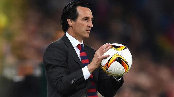 Тренер лондонского «Арсенала» запустил бутылкой в болельщика