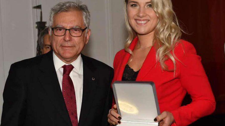 Фехтовальщица Ольга Харлан получила престижную награду за победу в Кубке мира