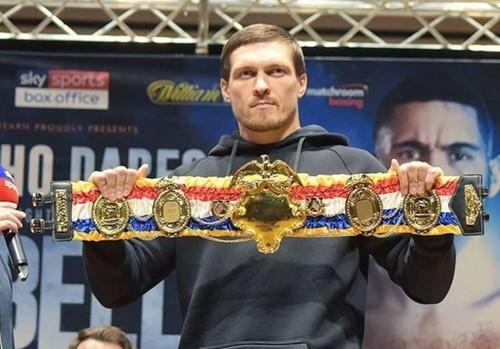 The Ring сделал Усику именной пояс в честь звание «Лучший боксер года»