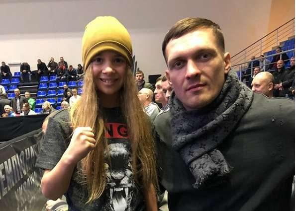 «Розовая пантера»: Маленькая украинская боксерка покорила сердца Усика и Ломаченко