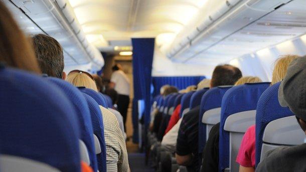 «Возбуждено дело»: Российский хоккеист устроил дебош на борту самолета