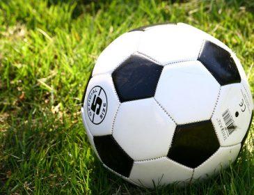 «Оскорблял и плюнул в арбитра»: Известного футболиста дисквалифицировали на несколько матчей