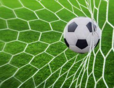 «А затем потемнело в глазах»: Футболист потерял сознание на поле после удара молнии