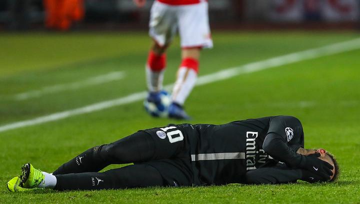 Неймар со слезами на глазах покинул футбольное поле посреди матча Кубка Франции