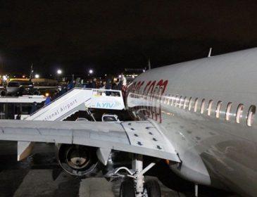 Авиалайнер с игроками «Олимпика» и «Десны» не смог приземлиться в Киеве