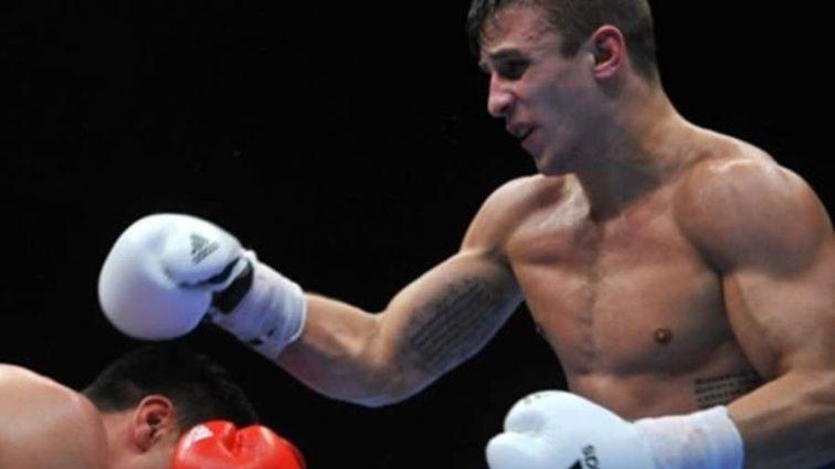 Непобедимый украинский боксер одержал победу необычным способом