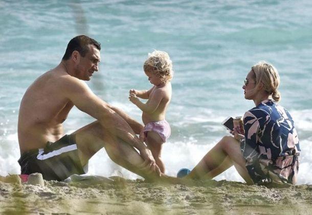 Панеттьери вернулась к Кличко: экс-пара отдыхает с дочкой на курорте